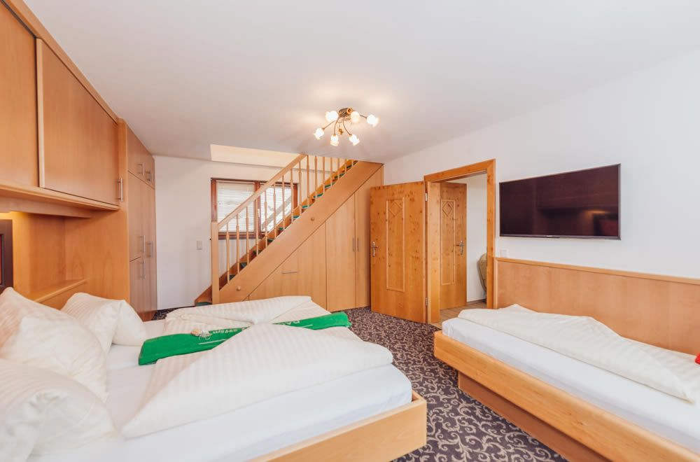 Schlafzimmer Für 2 3 Personen   Treppe Zur 2. Etage